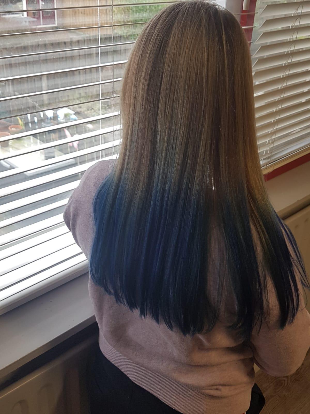 Blauw haar na